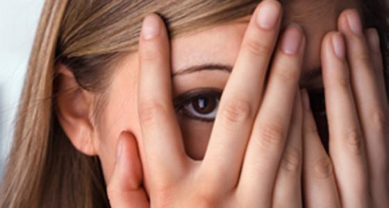 Lavare via la timidezza con l'alcol: un rimedio apparentemente efficace. Ma non lo è.